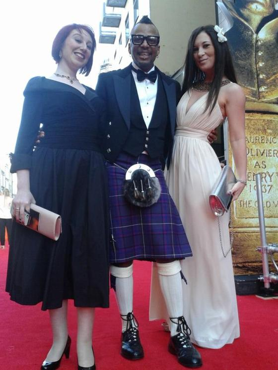 Me and two fellow bloggers, GalaatGatsby's and beanup who spotted my post on tumblr before I left for the Oliviers. We didn't have much time to chat, because we were being rushed in, but we did manage to get this shot in. Love it!!!!