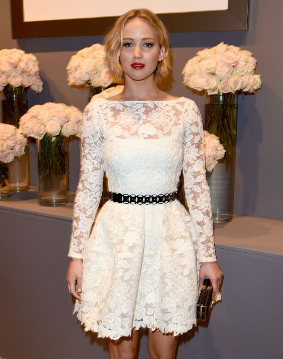 Jennifer Lawrence in Oscar De La Renta.